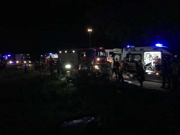 Manisa'da otobüs kazası: 2 ölü 2 yaralı