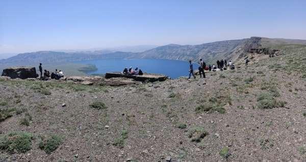 Doğaseverler Nemrut'ta trekking yaptı