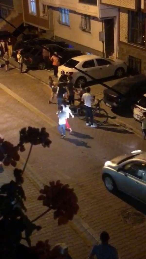 (Özel) Esenyurt'ta kızlar tekme tokat birbirine girdi