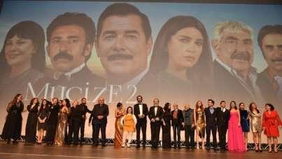 'Mucize 2 Aşk' filminin ekibi tam kadro İzmir galasına katılacak