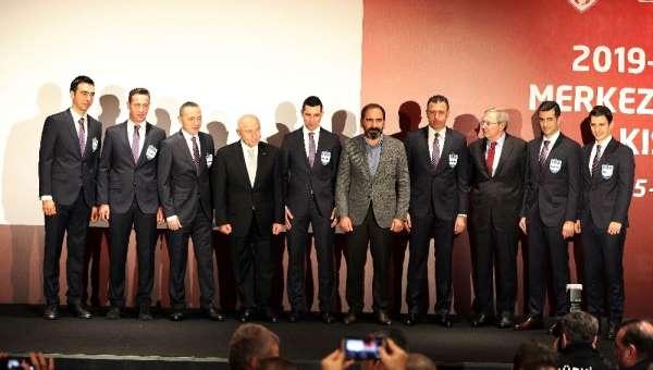 2020 yılı FIFA hakemlerinin kokartları takıldı