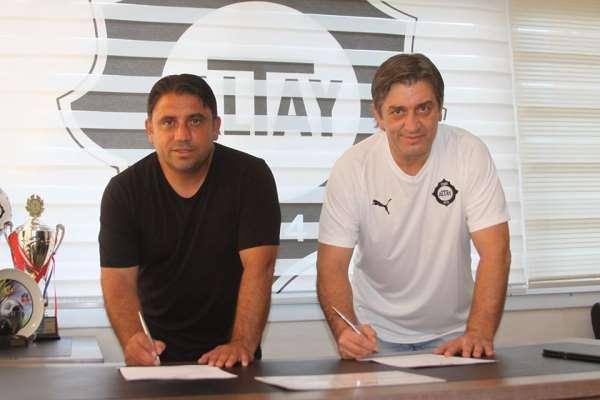 Altay, futbol okullarının bir yenisini Salihli'de açtı