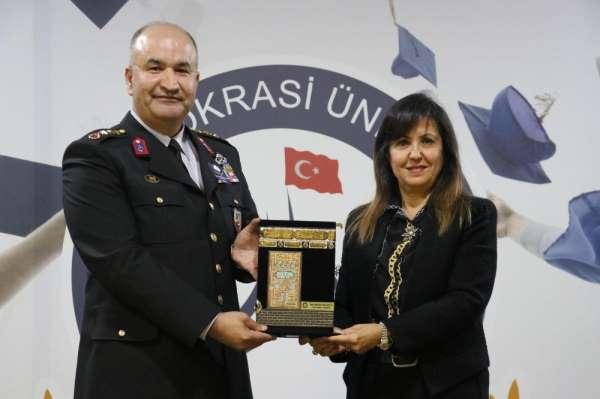 İzmir Demokrasi Üniversitesi şehit Fethi Sekin ve Musa Can'ı unutmadı