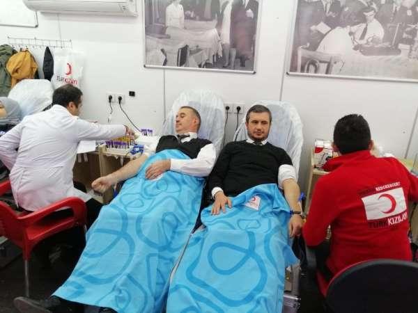 Kesmekaya ile Uzun'dan üniversite öğrencisi Samet için kan bağışı