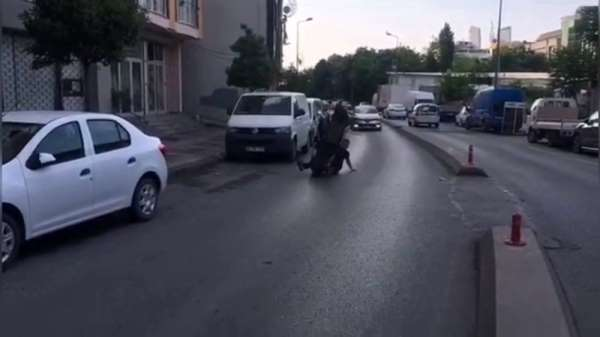 (Özel) İstanbul'da motosikletli magandaların tek teker kazaları kamerada