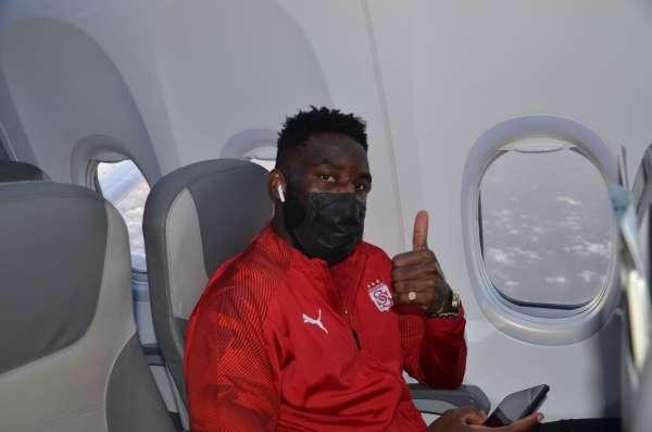 Aaron Appindangoye Sivasspor ile sözleşme uzattı
