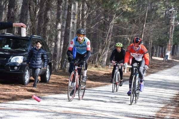 Isparta'daki bisiklet yarışmalarında 80 sporcu pedal çevirdi