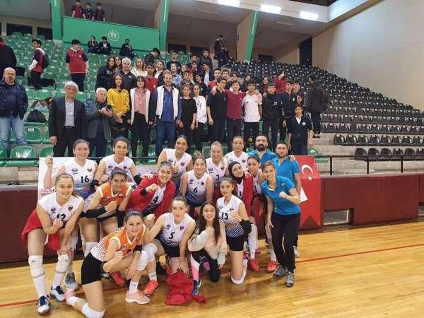 Kayseri OSB Teknik Koleji Voleybol takımı finale yükseldi