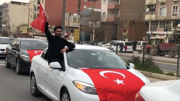 Kızıltepe'de İdlib şehitleri için Türk bayraklı konvoy
