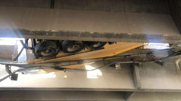 TEM'de zincirleme kaza: Tır ve otomobil viyadükten uçtu