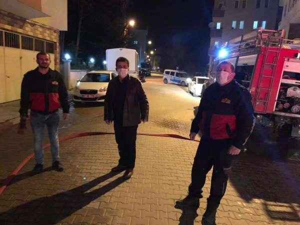 Türkeli'de 6 katlı binanın çatısında yangın