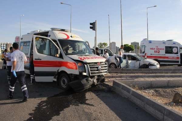 Korona virüs vakası taşıyan ambulans kaza yaptı: 2 yaralı