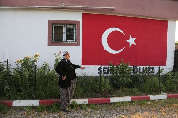 Şehit evi Türk bayrağına boyandı
