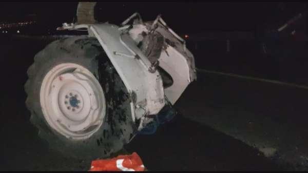 Traktörün ikiye bölündüğü kazada 4 kişi yaralandı