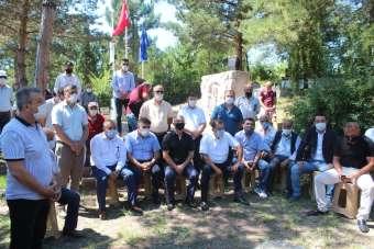 21 yıl önce silahlı saldırıda öldürülen işçi lideri, mezarı başında anıldı
