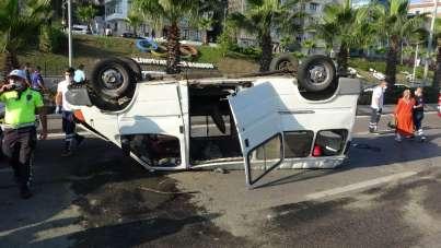 Samsun'da dolmuş minibüs ile otomobilin çarpıştığı kazada can pazarı yaşandı