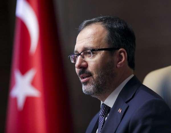 Bakan Kasapoğlu, milli tekvandocuları tebrik etti