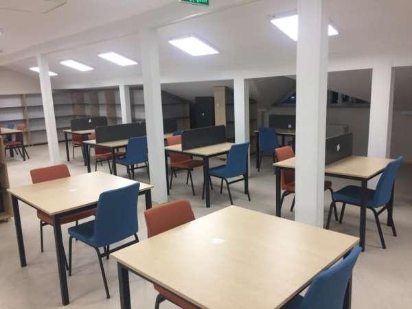 Hayırseverden yüksekokula kütüphane bağışı