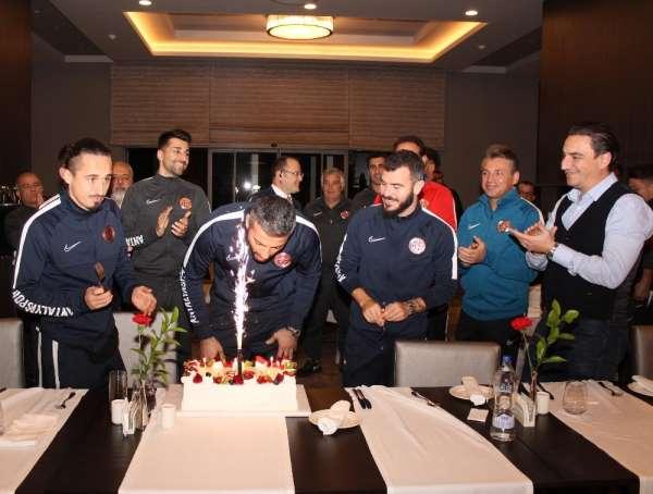 Antalyaspor'da kaleci Ferhat'a sürpriz doğum günü