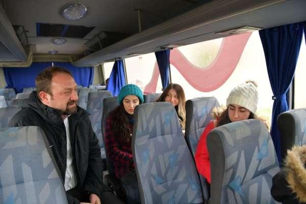 Çiğli Belediyesi soğuklarda üniversite öğrencilerini unutmadı