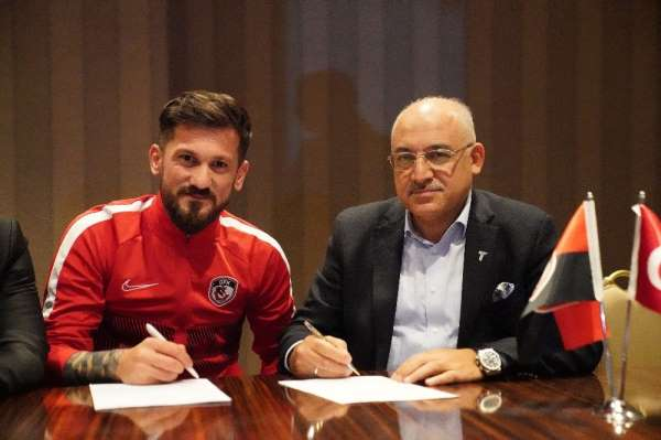 Gaziantep FK'da iki futbolcunun sözleşmesi uzatıldı