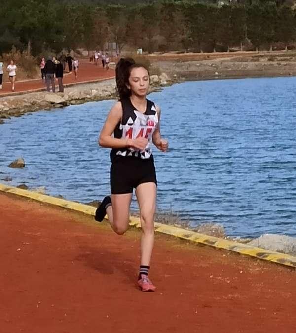 Ispartalı atlet, 3 bin metre tek ayakkabıyla koşarak takımını ikinci yaptı
