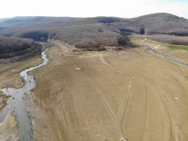 İstanbulun su ihtiyacını karşılayan Kazandere ve Papuçdere barajları kurudu