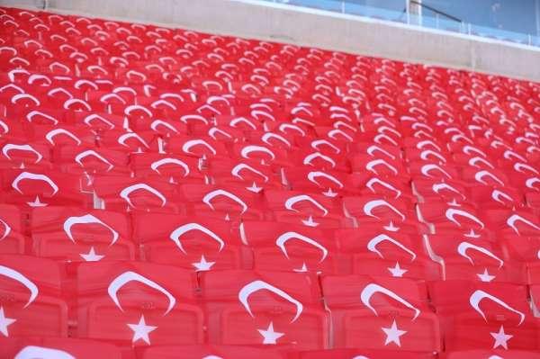 4 Eylül Stadyumu bayraklarla donatıldı