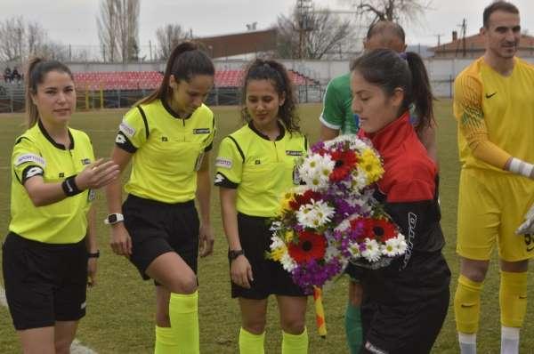 Bölgesel Amatör Lig mücadelesinde sahada kadınlar görev yaptı