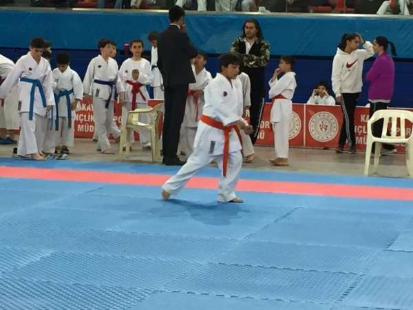 Minik Yıldızlar Karate İl Şampiyonası Başladı