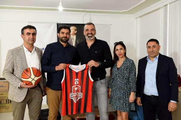 Muratpaşa Basketbol Takımı Erdem Türetken'le anlaştı