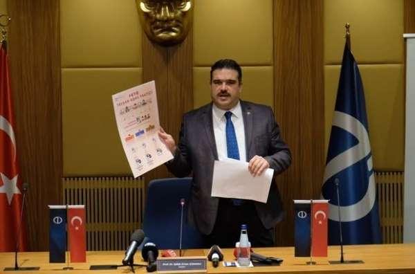 Anadolu Üniversitesi Rektörü Prof Dr. Şafak Erten Çomaklı düzenli bir toplantıd
