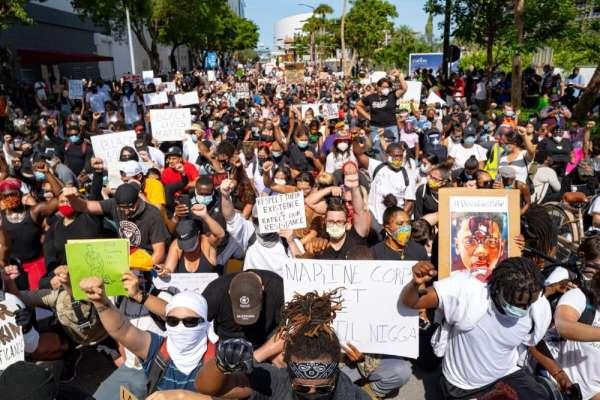 ''ABD'deki gösteriler ekonomik krizi derinleştiriyor''