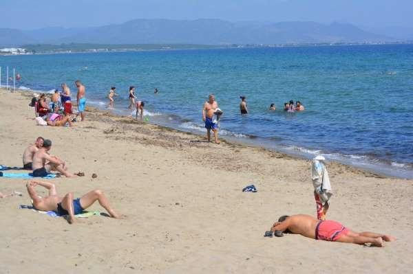Ayvalık yeni normalleşme sürecinde deniz ve plaj sezonunu açtı