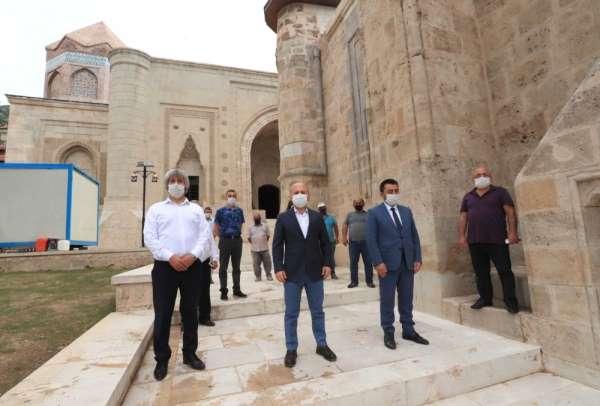 Gökmedrese Camii ile Torumtay Türbesi'ndeki restorasyon tamamlandı