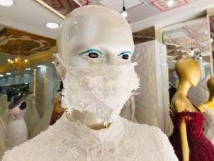 Mardin'de bir işletmeci gelinliklere uygun maske üretiyor