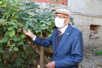 91 yaşındaki Bekir öğretmen koronayı yendi