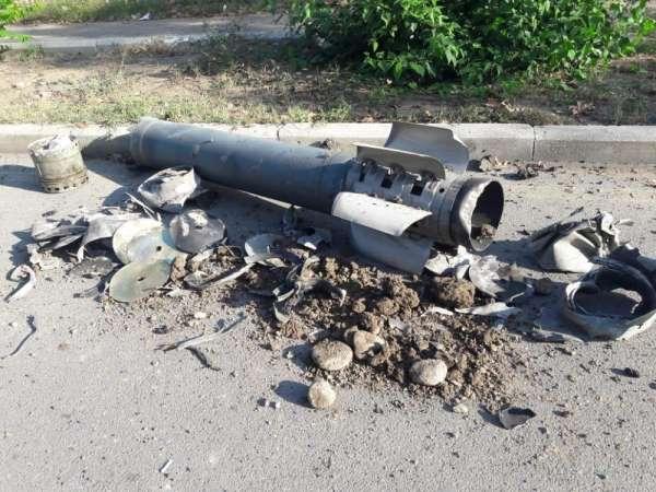 Ermenistan ordusunun attığı roket, Gence'de okulun arka sokağına düştü