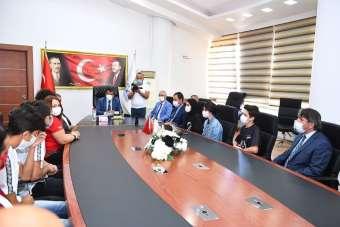 Teknofest'te ödül kazanan öğrencilerden Başkan Gürkan'a ziyaret