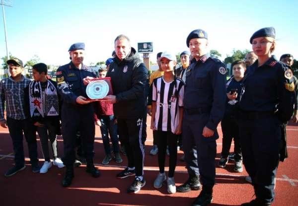 Jandarma, öğrencileri Beşiktaş ile buluşturdu