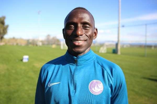 """(Özel Haber) Dialiba Diabang: """"İlk yarıyı 3. bitiren bir takım neden sezon sonu"""