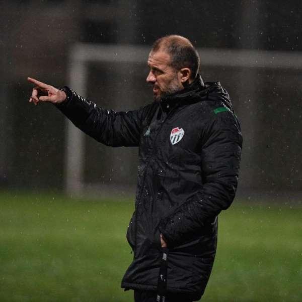 Bursaspor, Antalyaspor maçı hazırlıklarını yağmur altında sürdürdü