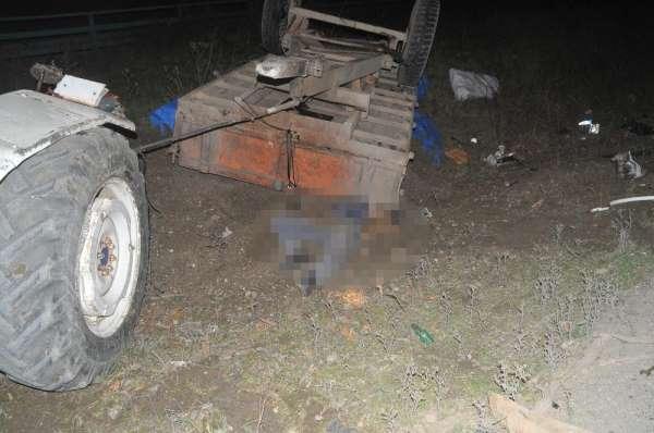 Hafif ticari araç traktöre çarptı: 1 ölü