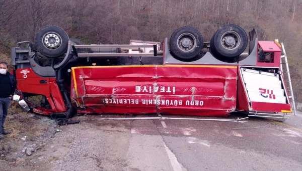İtfaiye aracı kaza yaptı: 2 yaralı