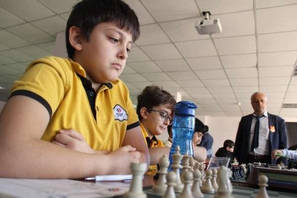 Elazığ'da 330 sporcunun katıldığı satranç turnuvası başladı