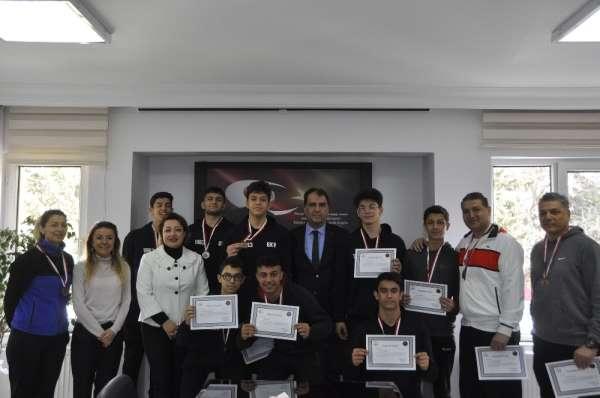 GKV'li basketbol şampiyonlarına üstün başarı madalyası