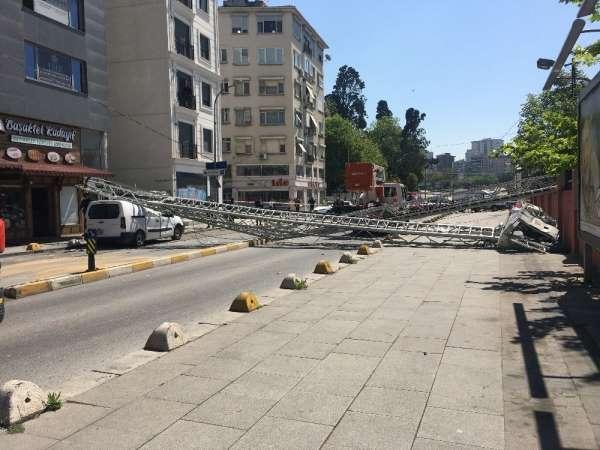 Kadıköy'de feci kaza: 2 itfaiyeci yaralandı