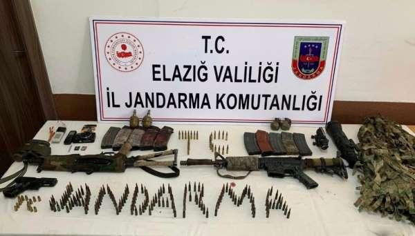 Etkisiz hale getirilen 2 teröristten, silah ve bombaların yanı sıra gizlenme kam