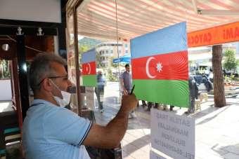 40 yıllık berberden Azerbaycan'a destek