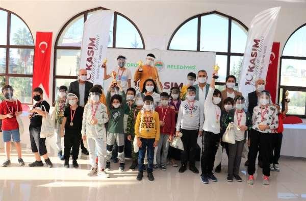 Atatürk'ü Anma Satranç Turnuvasında ödüller sahiplerini buldu